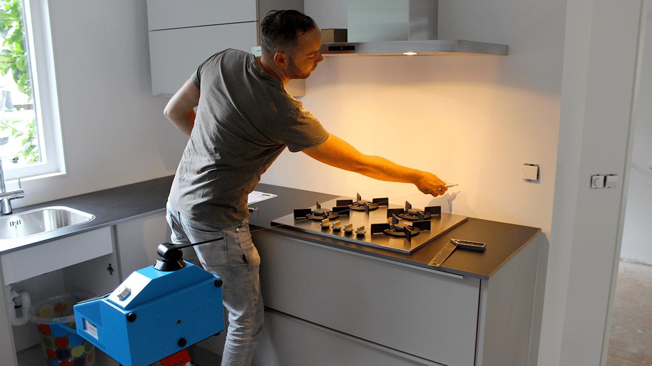 Prodim, soluzioni tecniche per l'industria della pietra – Misurazione alzatine di piani cucina
